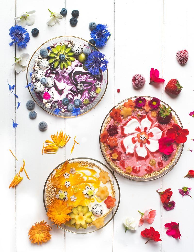 Rezept  3 Flower-Power Smoothie Bowls - Blaubeere, Erdbeere oder Mango