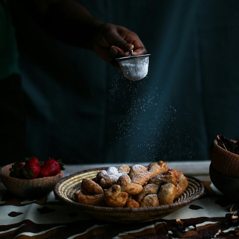 Rezept AFRIKANISCHE CHIN CHIN MIT HIBISKUS – ERDBEEREN GLASUR