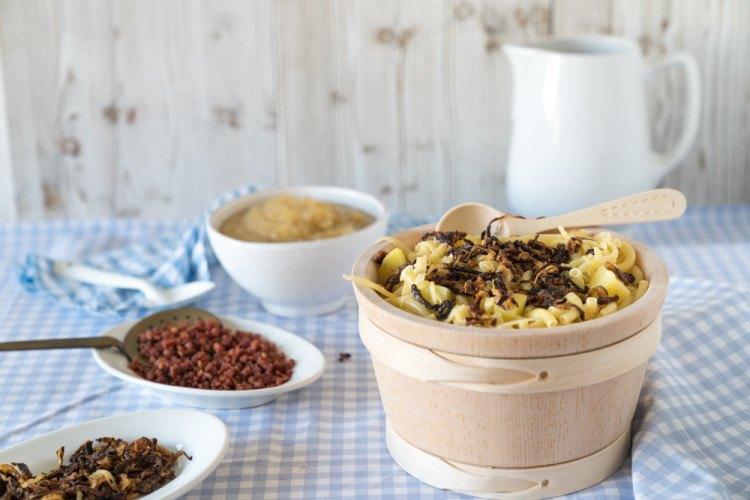Rezept Älplermagronen mit Röstzwiebeln und Apfelmus