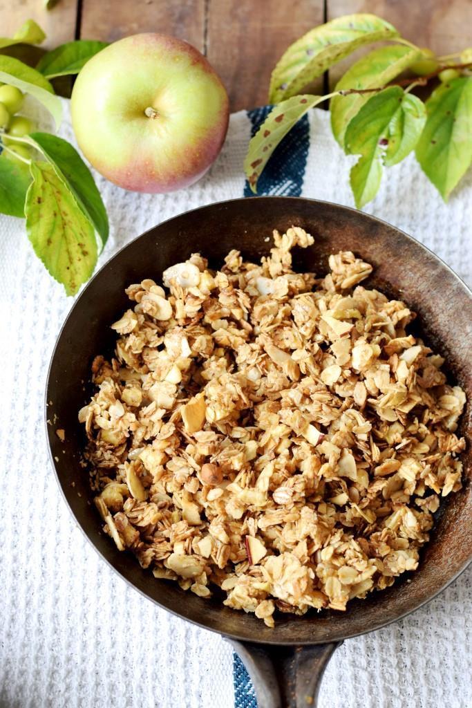 Rezept Apfel-Zimt-Granola, das leckere 5-Minuten-Knuspermüsli aus der Pfanne