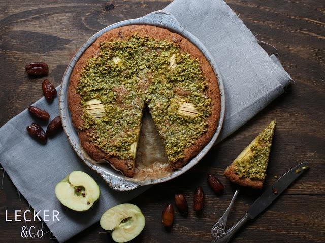 Rezept Apfelkuchen mit Datteln und Pistazienguss