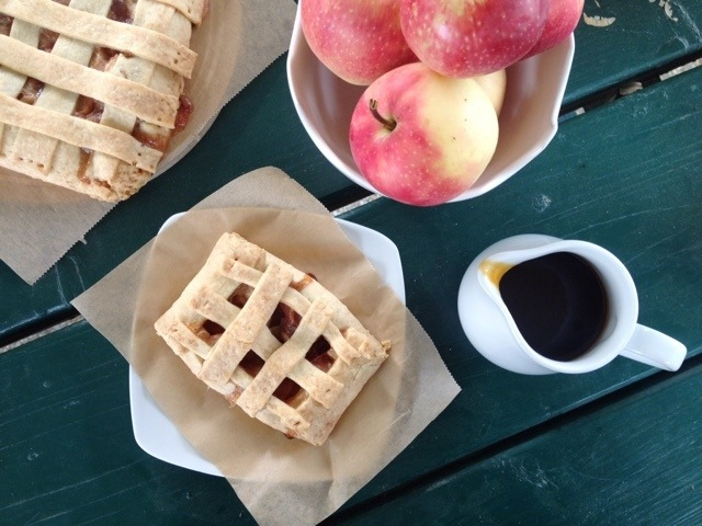 Rezept Apfelkuchen mit Karamellsauce