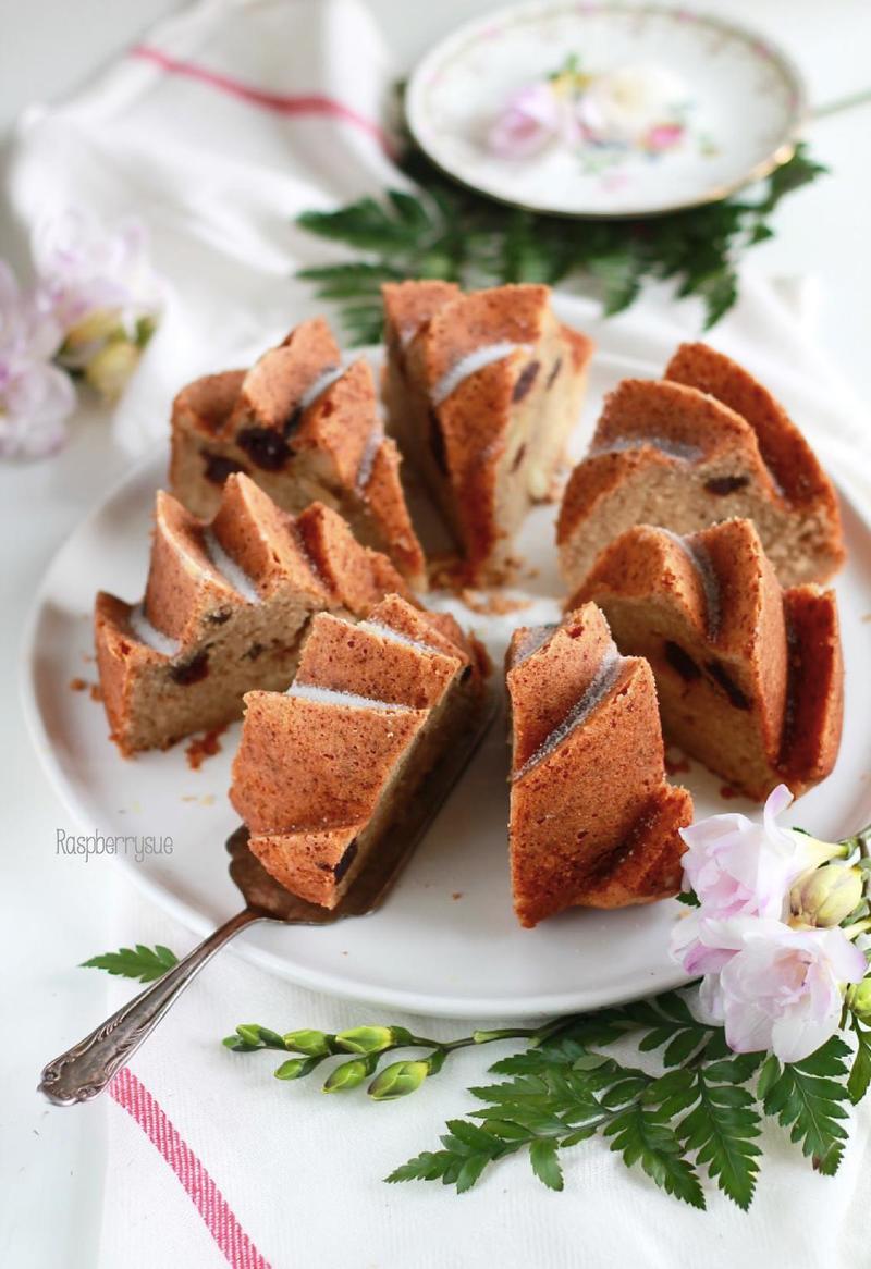 Rezept Apfelmuskuchen mit Kirschen und Mandeln