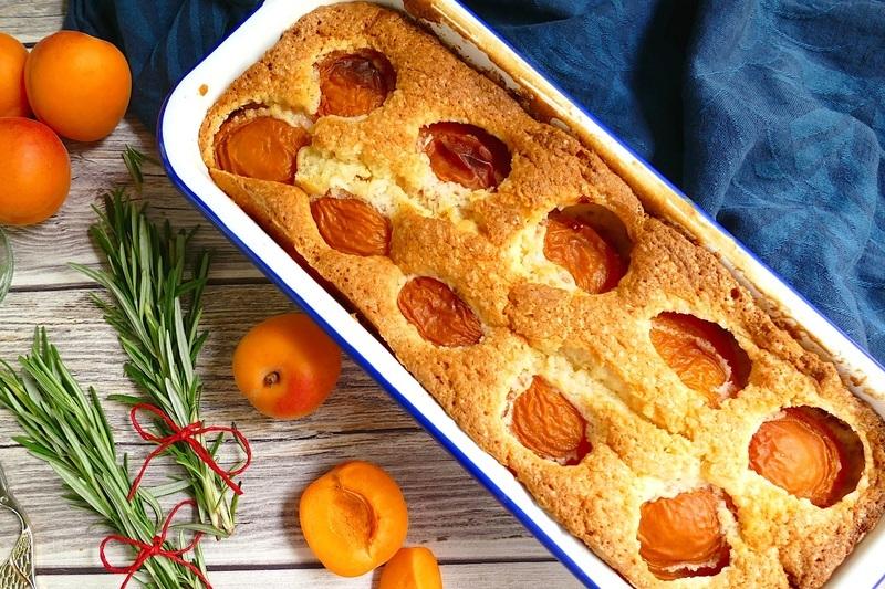 Rezept Aprikosenkuchen – Ein Sommerkuchen mit Rosmarin