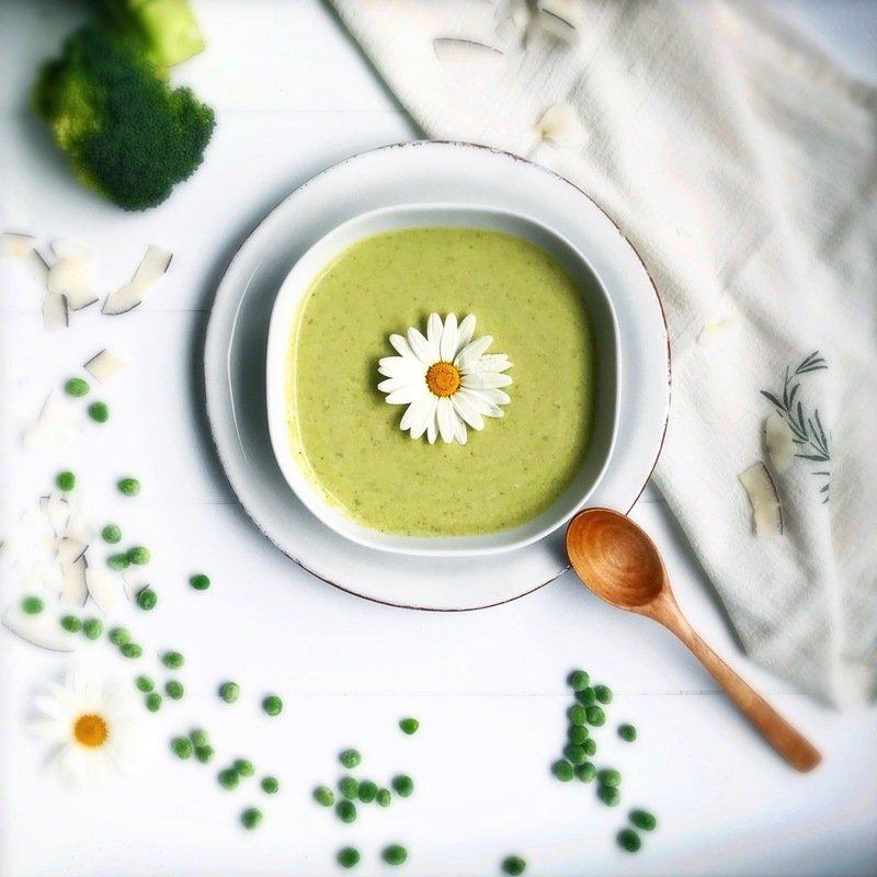 Rezept Asiatisch angehauchte Erbsen Brokkoli Suppe mit Minze und Kokosmilch