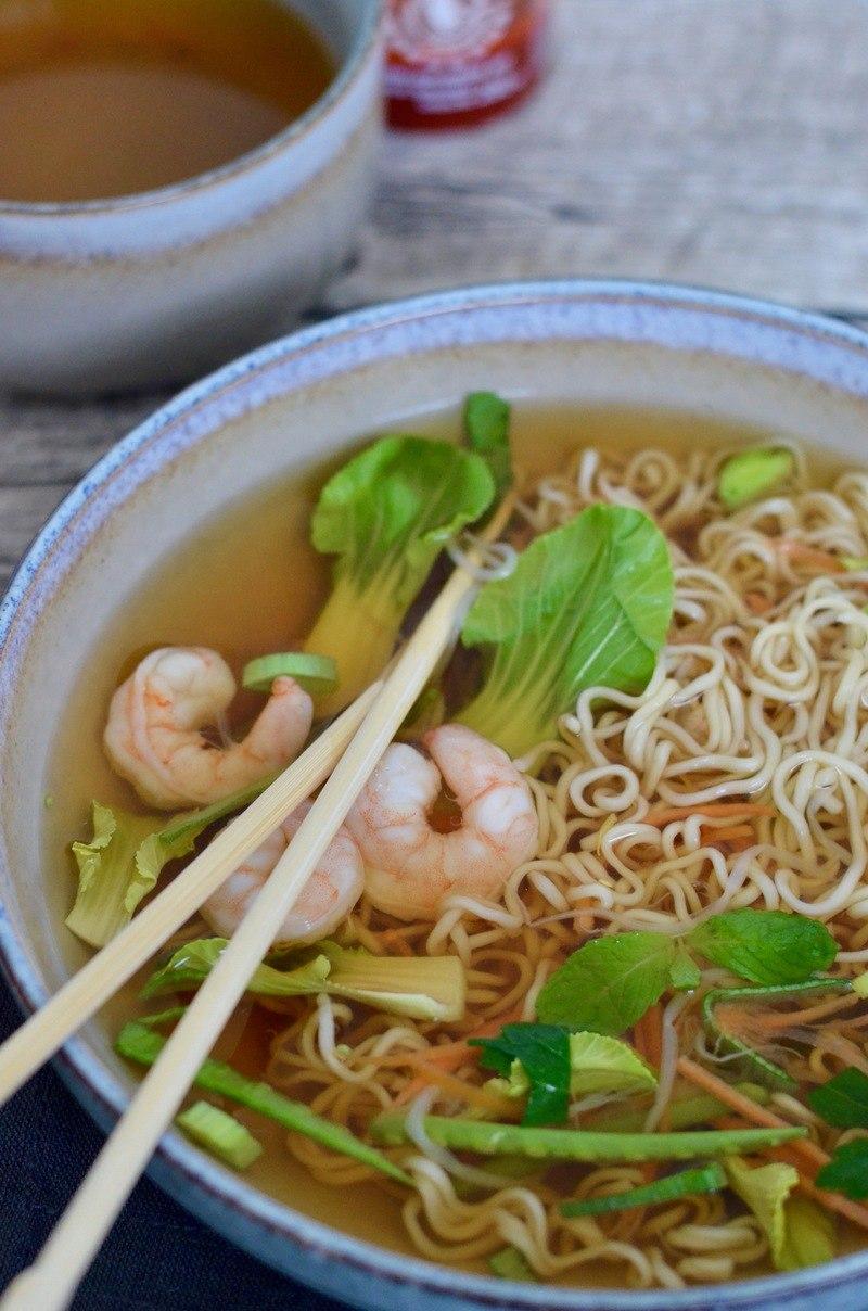 Rezept Asiatische Nudelsuppe mit Garnelen & knackigem Gemüse