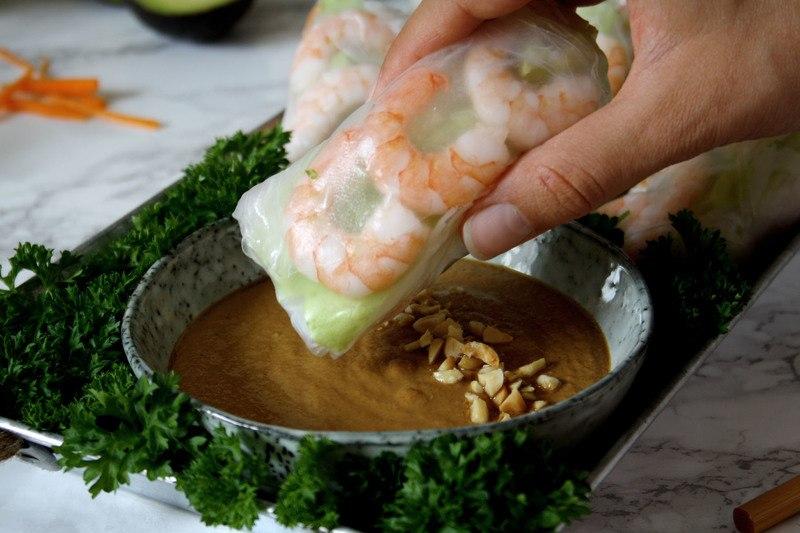 Rezept Asiatische Sommerrolle mit Erdnuss-Soja-Dip