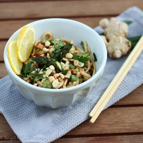 Rezept Asiatischer Nudelsalat mit grünem Spargel und Erdnussdressing