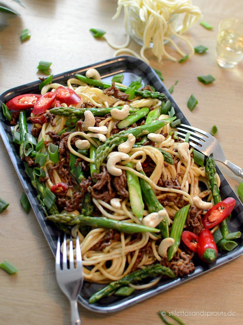 Rezept Asiatischer Spargel mit Hackfleisch & chinesischen Nudeln