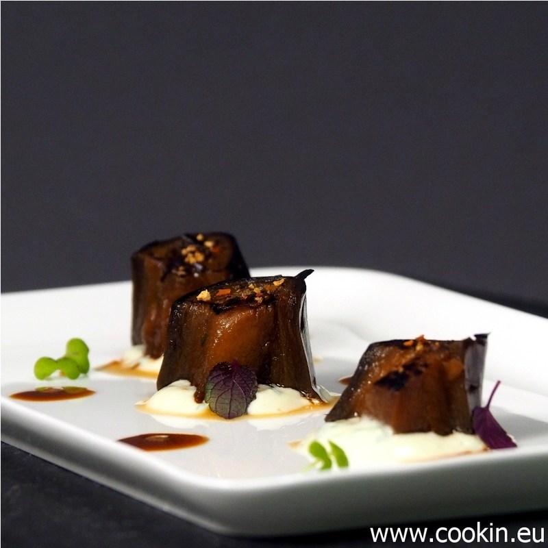 Rezept Aubergine, gebraten und gekocht mit Sesamjoghurt und süßer Sojasauce