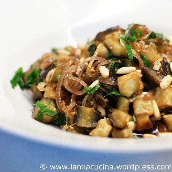 Rezept Auberginen mit Zwiebeln und Pinienkernen