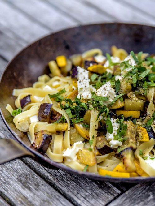 Rezept Auberginen Zucchini Pasta mit Schafskäse