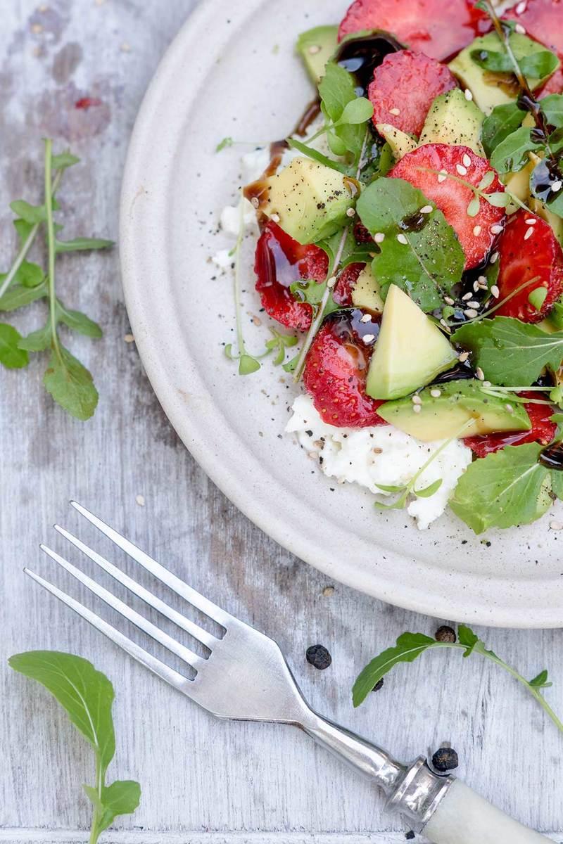 Rezept Avocado-Salat mit Erdbeeren und Mozzarella