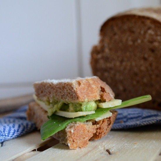 Rezept Avocado-Senf-Creme und Käse auf Roggenvollkorn-Sandwichbrot