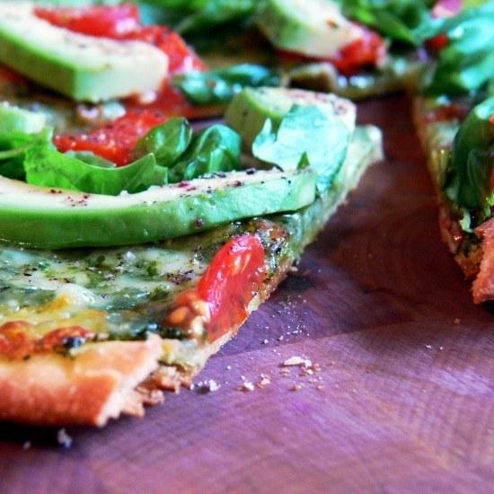 Rezept Avocado-Tomaten-Basilikum-Pizza