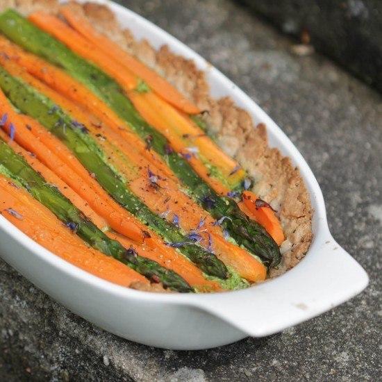 Rezept Bärlauch-Blütencreme-Tarte mit Spargel