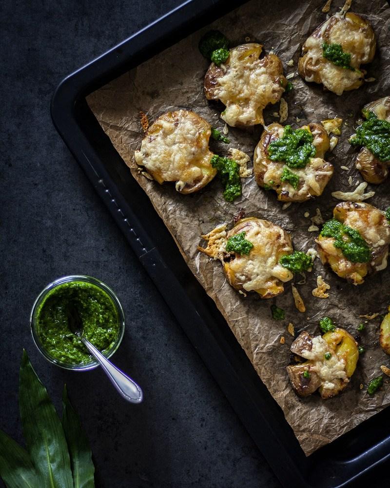 Rezept Bärlauchpesto mit Quetschkartoffeln vom Blech