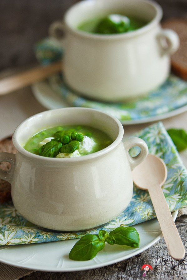 Rezept Basilikum-Erbsen-Suppe mit Ziegenkäsebällchen