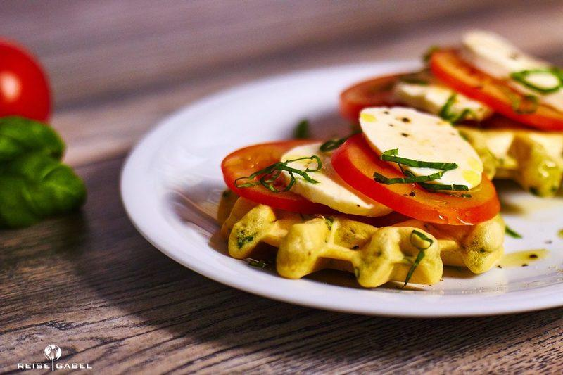 Rezept Basilikumwaffeln mit Tomate und Mozzarella