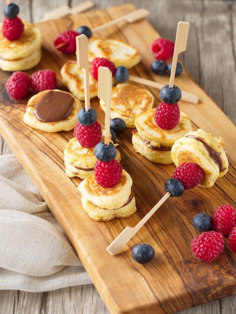 Rezept Beeren-Pancake-Spieße mit Schokoladencreme