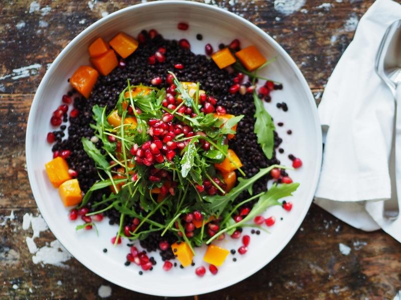 Rezept Belugalinsen-Salat mit Butternut, Granatapfel und Rauke