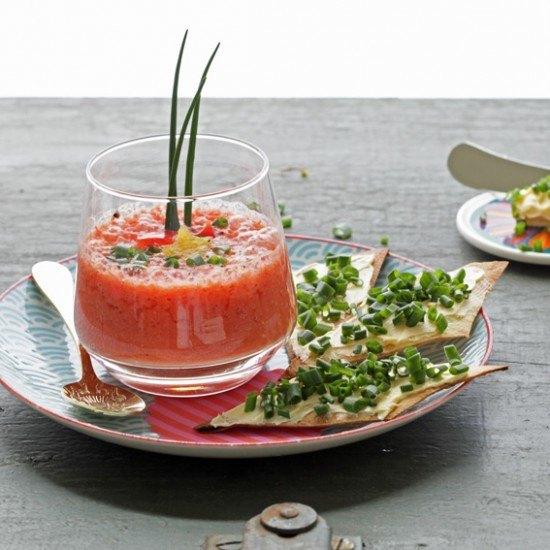 Rezept Beschwippstes Melonenüppchen mit Schnittlauch-Knusperrauten