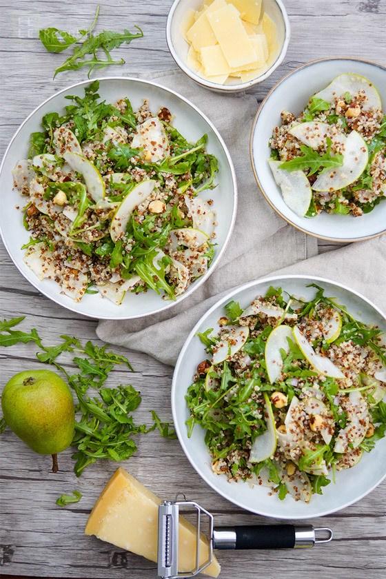 Rezept Birnen Quinoa Salat mit Rucola und gerösteten Haselnüssen