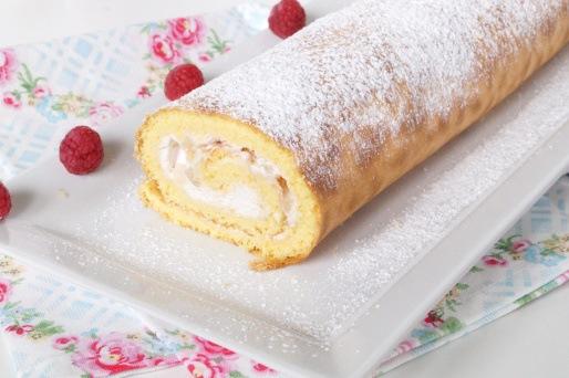 Rezept Biskuitrolle mit Ananas Kirsch Sahne