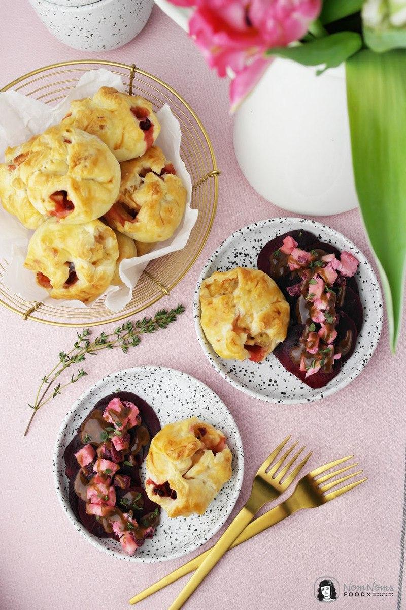 Rezept Blätterteig-Taschen mit Ziegenkäse, Rote Bete und Apfel dazu Rote Bete Salat