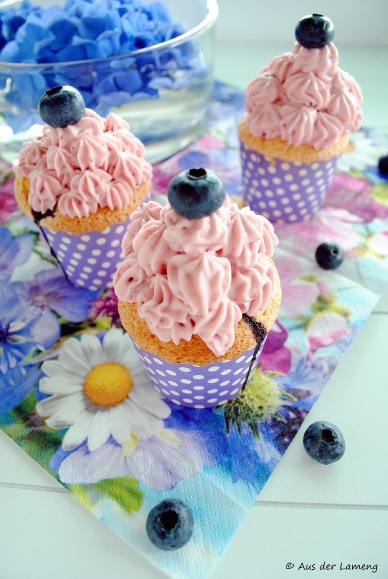 Rezept Blaubeer-Cupcakes mit Frischkäse-Frosting