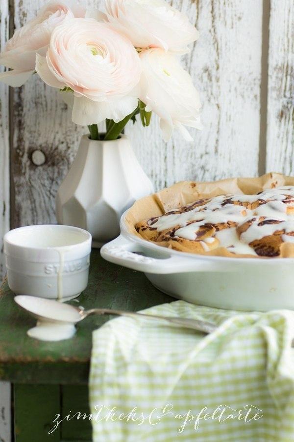 Rezept Blaubeer-Heferollen mit Frischkäse-Frosting