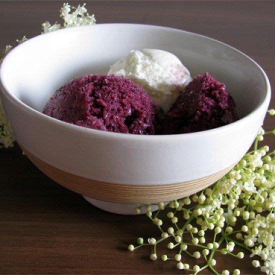 Rezept Blaubeereis mit Holundblütenbuttermilch