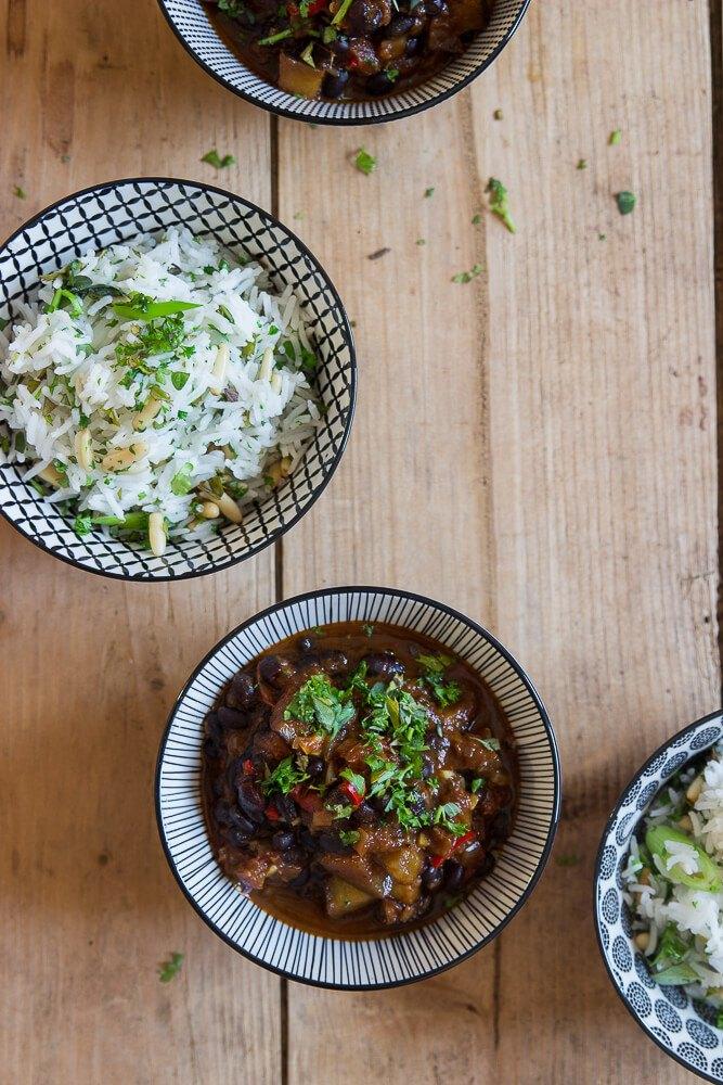 Rezept Bohnen-Chili mit Kräuter-Reis