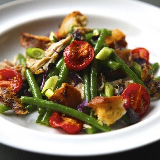 Rezept Bohnensalat mit zerpflücktem Hühnchen und geschmolzene Tomaten