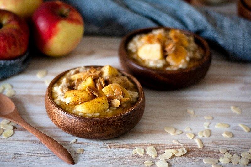 Rezept Bratapfel-Porridge mit karamellisierten Mandeln