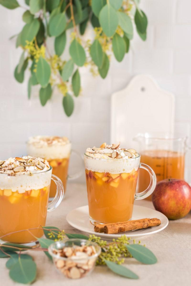 Rezept Bratapfelpunsch mit Vanille-Zimt-Sahne