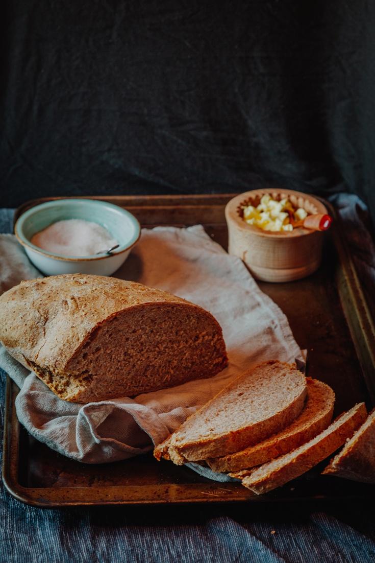 Rezept Brot backen mit Dinkel-Vollkornmehl - So einfach kann es sein!