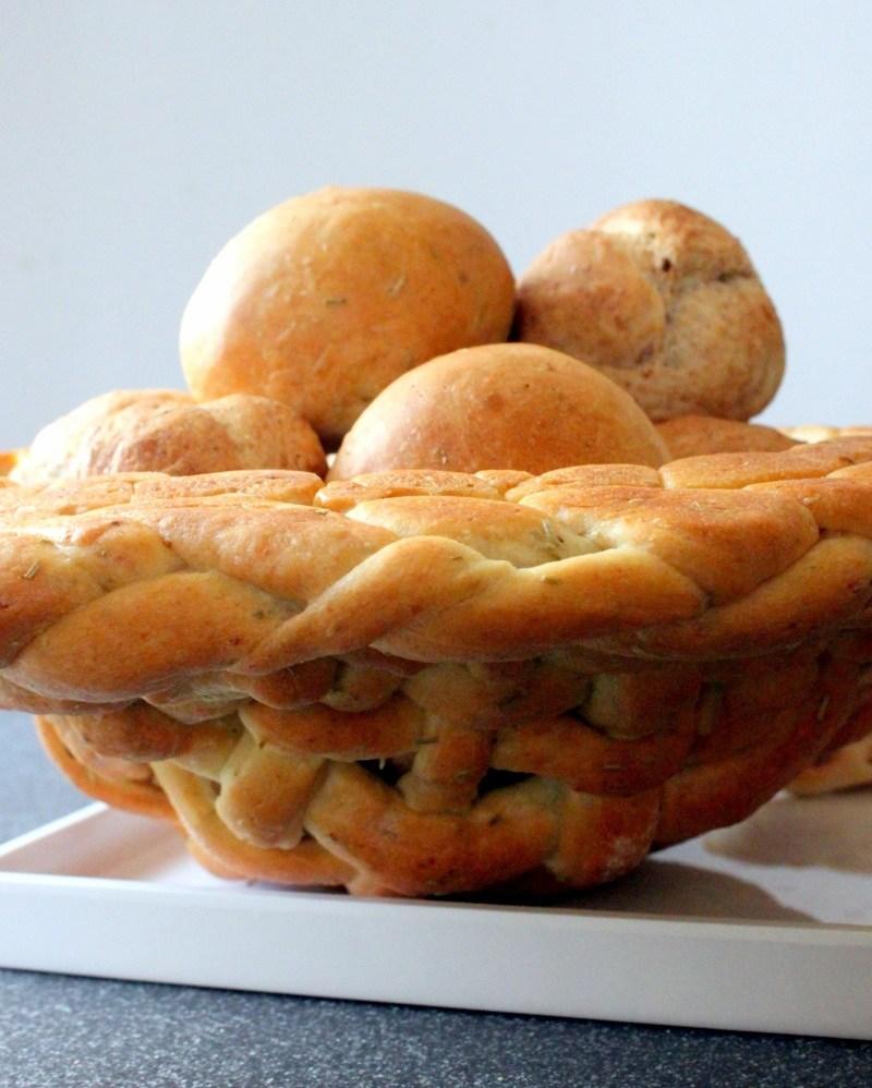 Rezept Brot Korb aus Pizza Teig mit Broetchen Fuellung