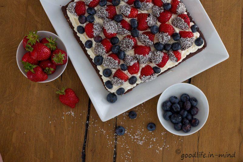 Rezept Brownie mit Kokossahne und Erdbeeren