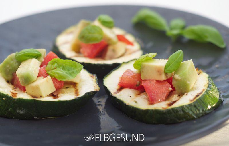 Rezept Bruschetta zum schlank bleiben – Zucchini-Bruschetta mit leckerer Avocado-Tomaten-Salsa