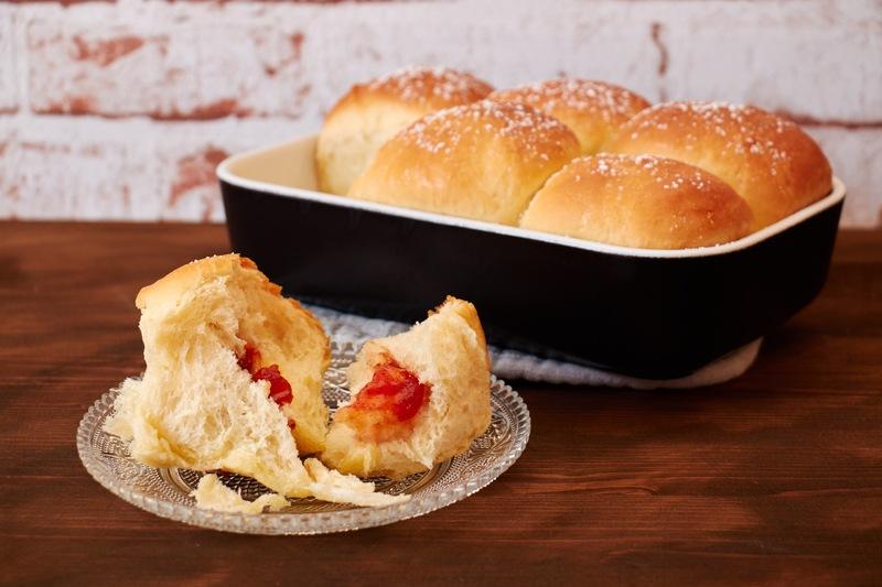 Rezept Buchteln mit Erdbeerfüllung – warmer Hefekuchen in Portionen
