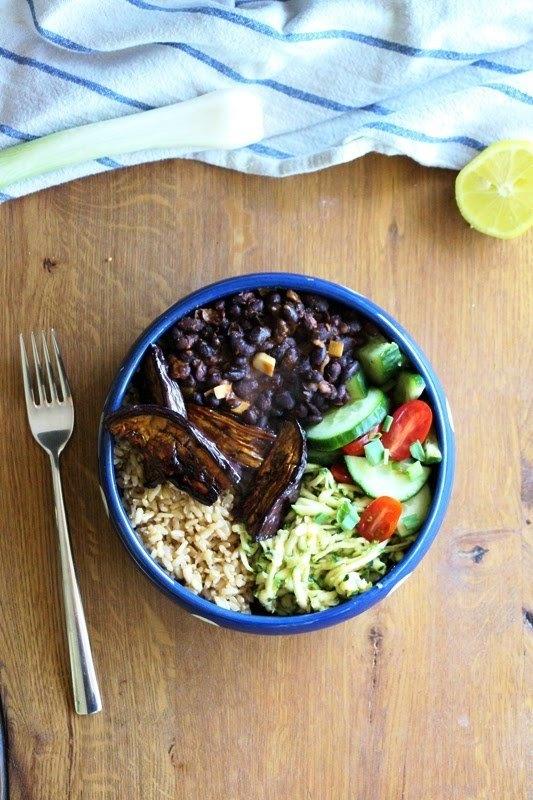 Rezept Buddha - Bowl mit glasierten Auberginen, schwarzen Bohnen und Gemüse