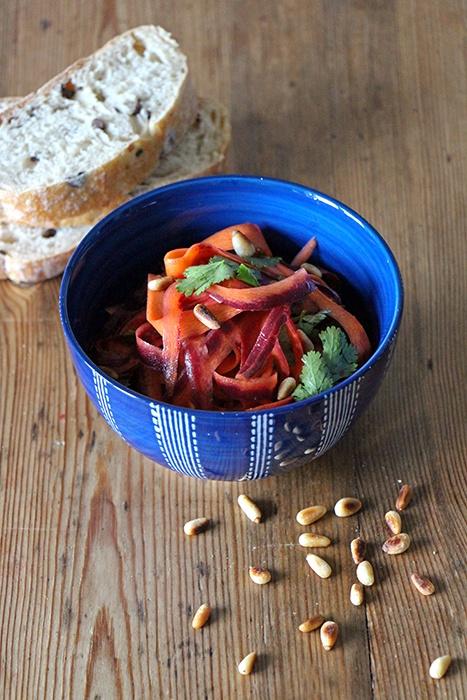 Rezept Bunter Karottensalat mit Pinienkernen