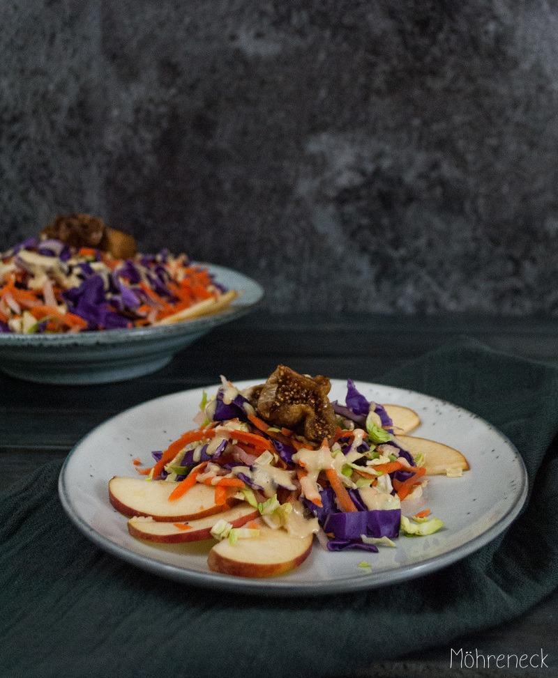 Rezept bunter Rohkostsalat mit gegrillten Feigen und Orangen-Tahini-Dressing