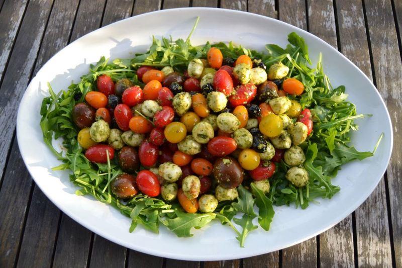 Rezept Bunter Tomatensalat mit Mozzarella Kugeln