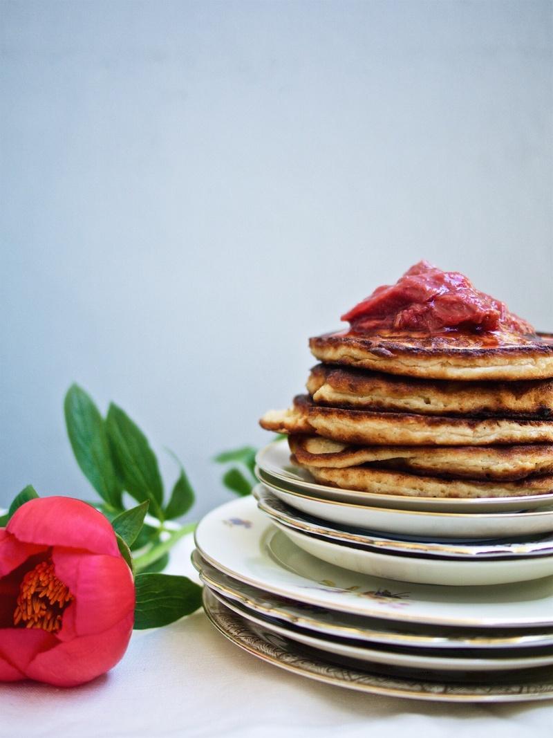 Rezept Buttermilch-Pancakes mit Rhabarber-Kompott