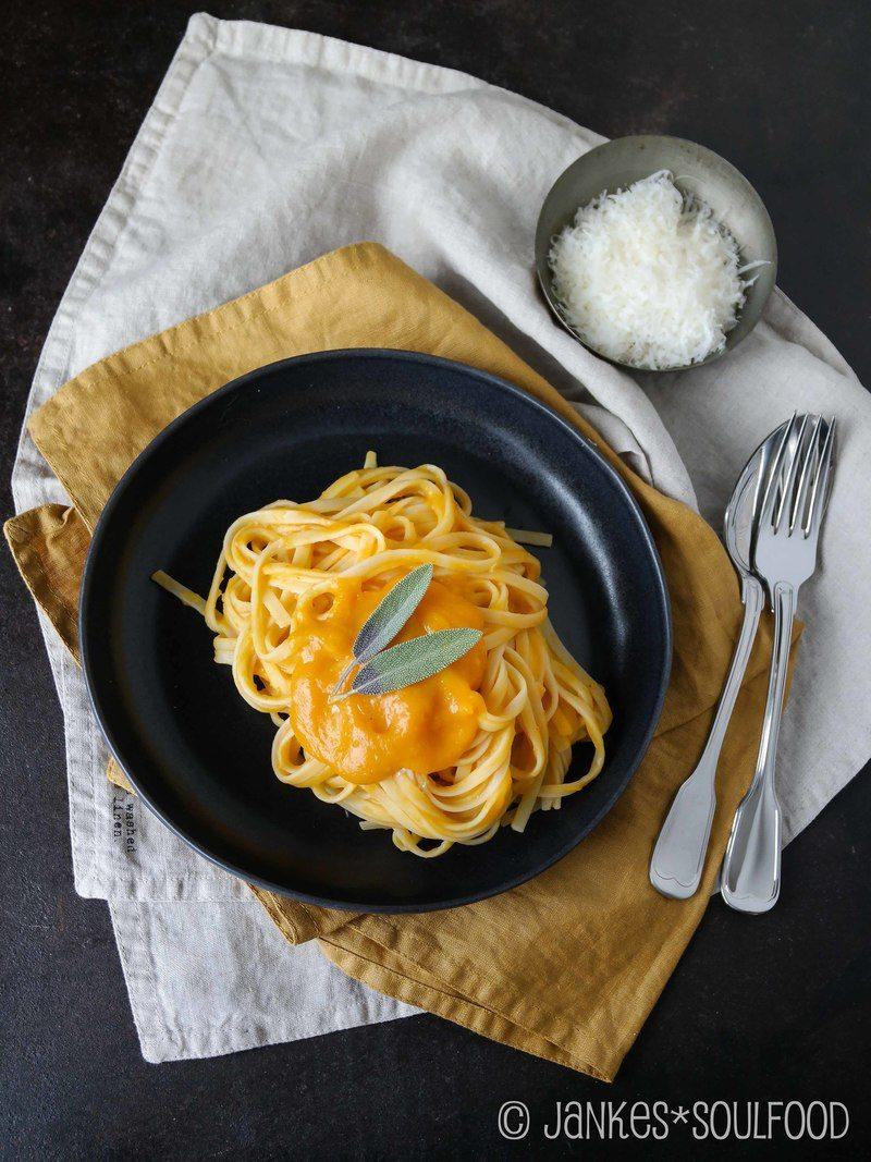 Rezept Butternut-Kürbis-Suppe & Sauce