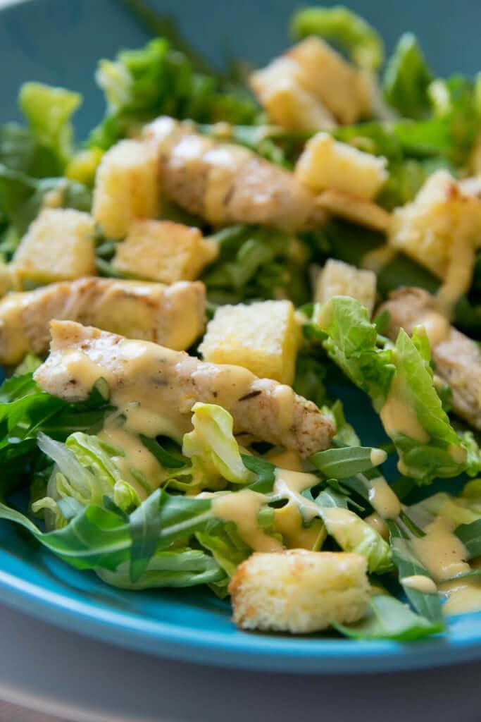 Rezept Caesar Salat mit selbstgemachten Knoblauch Croutons