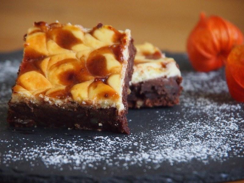 Rezept Cheesecake-Brownies mit Zwetschkenswirl