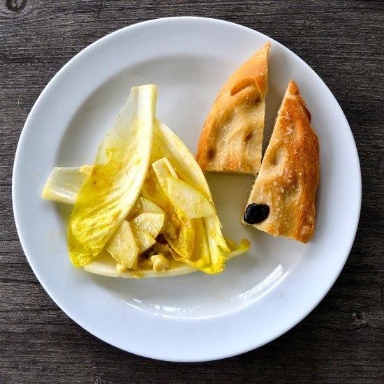 Rezept Chicoree-Salat mit Birne und Gorgonzola